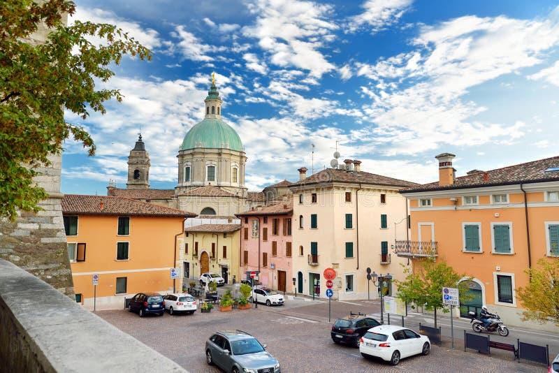 LONATO DEL GARDA WŁOCHY, WRZESIEŃ, - 19, 2016: Piękni widoki Lonato Del Garda, miasteczko i comune w prowinci Brescia, i obraz royalty free