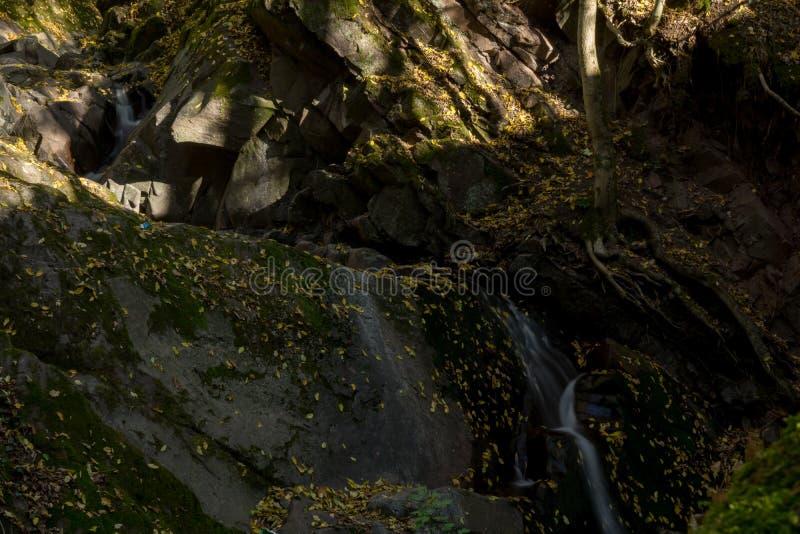 Lonauerwaterval in de Duitse stad Herzberg im Harz stock foto's
