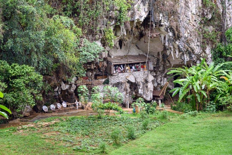 Londa es acantilados y lugar de enterramiento de la cueva en Tana Toraja, Sulawesi del sur, Indonesia fotos de archivo libres de regalías