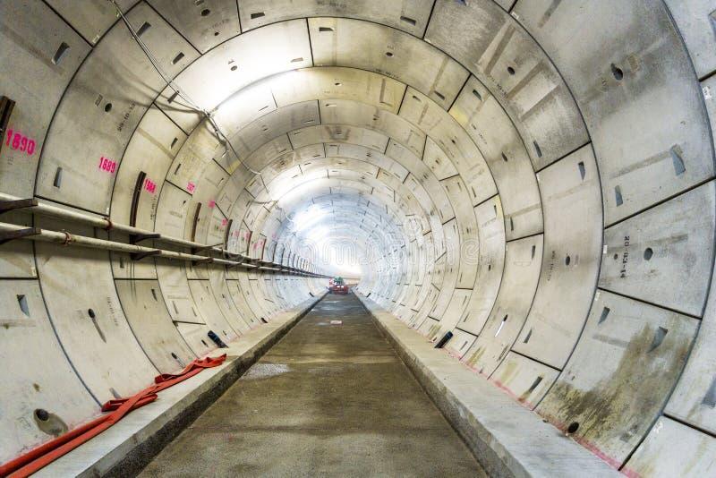 LONDEN, 10 APRIL 2015: Sectie van nieuwe spoortunnel, in aanbouw voor het Project van Londen Crossrail bij het Noorden Woolwich,  royalty-vrije stock afbeelding