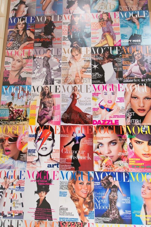 Londen - AUGUSTUS 8, 2014: Vogue-Tijdschrift op 8 Augustus in Londen, U stock foto's
