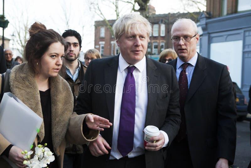 Londen Burgemeester Boris Johnson vizited kleine lokale ondernemingen in Kew royalty-vrije stock afbeelding