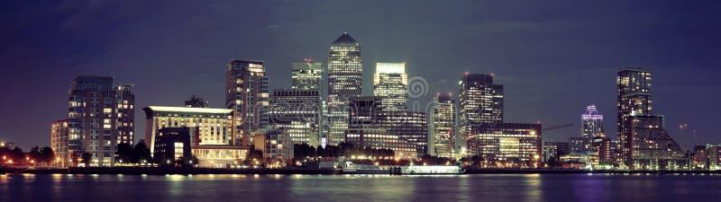 Londen Canary Wharf bij nacht stock fotografie