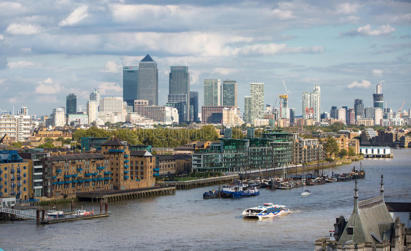 LONDEN, Canary Wharf-mening, zaken en financiënaria royalty-vrije stock foto's