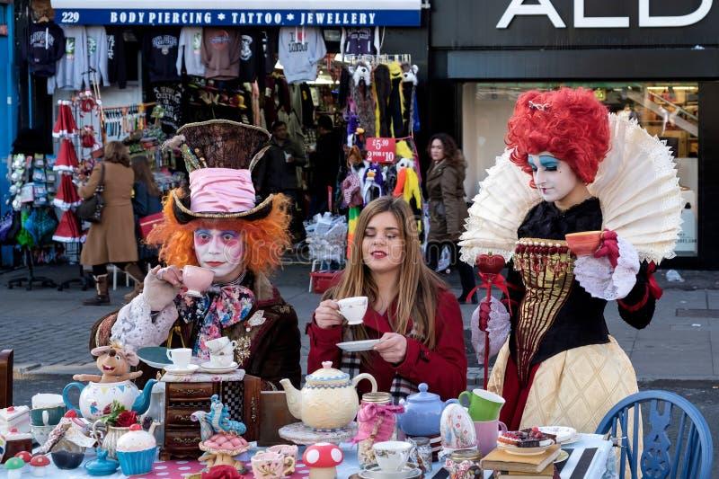 LONDEN - 9 DEC: Het Theekransje van de gekke Hoedenmaker in Camden Lock in Londen royalty-vrije stock fotografie