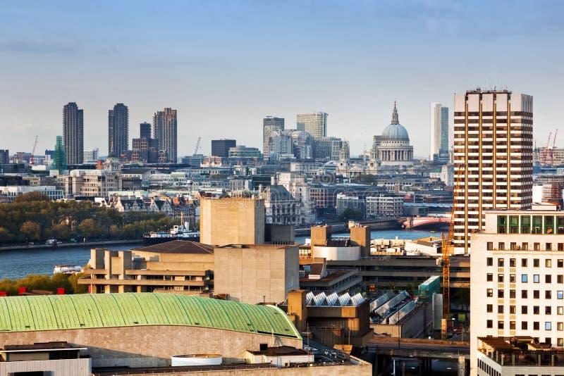 Londen, Engeland. Aarialmening over de stad royalty-vrije stock afbeelding