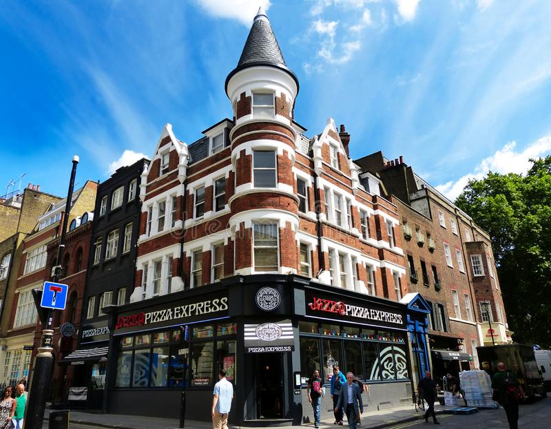 Londen/Engeland - Giugno 28, 2014: Jazz op Pizza Express is beroemd om live jazzmuziek stock foto