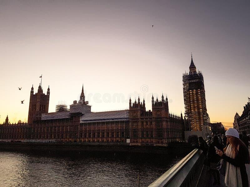 Londen, Engeland - Mening van de Huizen van het Parlement, Big Ben, en Paleis van Westminster stock foto's