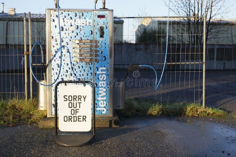 Londen/Engeland - November zestiende 2018: Droevig uit ordeteken bij de straalwas van de benzinepost stock fotografie