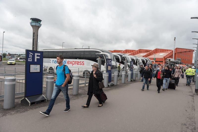 LONDEN, ENGELAND - SEPTEMBER 29, 2017: De Luchthavenbus Station van Luton in Londen, Engeland, het Verenigd Koninkrijk royalty-vrije stock fotografie