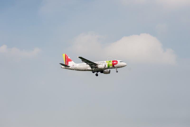 LONDEN, ENGELAND - SEPTEMBER 27, 2017: TAP de Luchtvaartlijnenluchtbus A319 Cs-TTC die van Luchtportugal in Londen Heathrow Inter stock fotografie