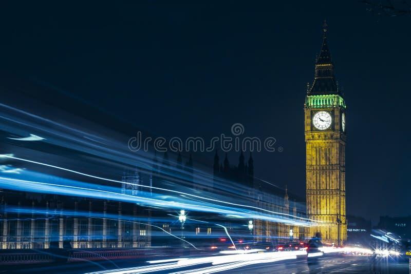 Londen Groot Ben At Night Light Trails royalty-vrije stock foto's