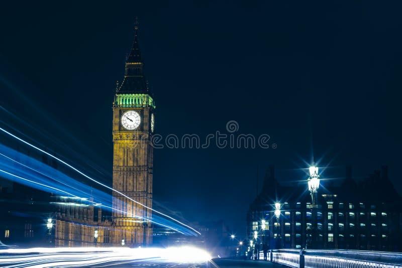 Londen Groot Ben At Night Light Trails stock afbeeldingen