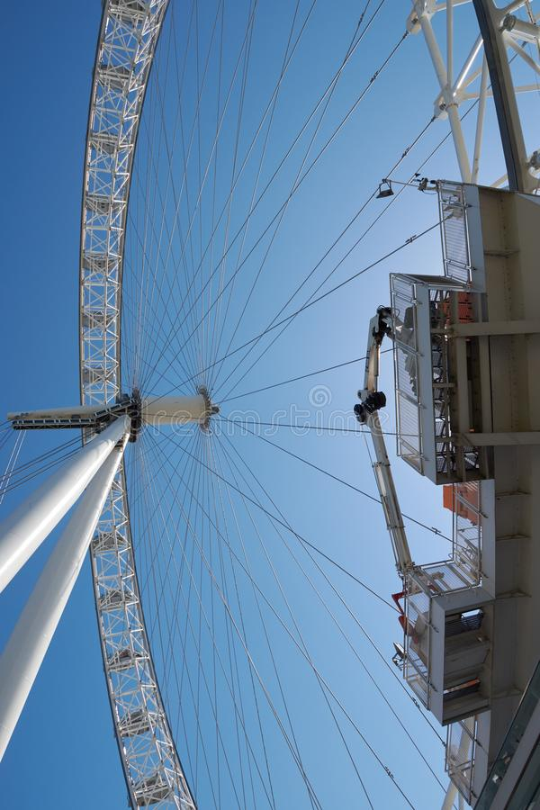 LONDEN/Groot-Brittannië - Juni 26, van 2018 het Oog beroemde toeristische attractie van Londen en nieuw die symbool van stad van  royalty-vrije stock foto