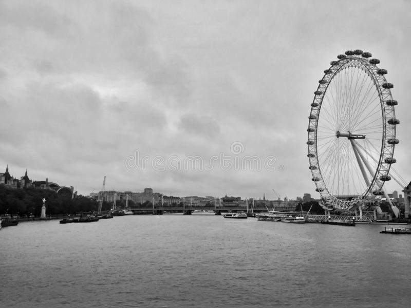 Londen/Groot-Brittannië - November 01 2016: Panorama op de Rivier Theems en London Eye stock fotografie