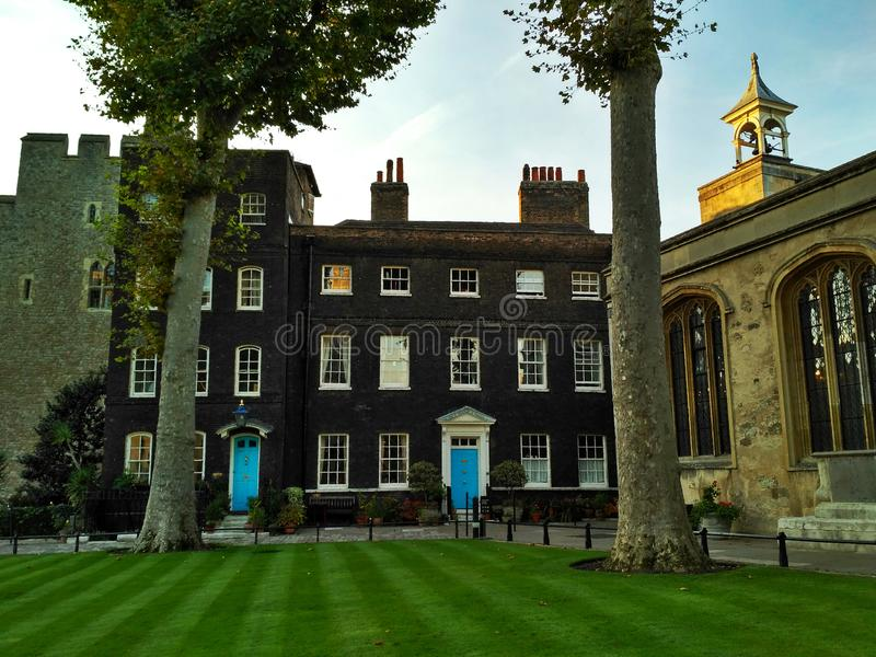 Londen/Groot-Brittannië - Oktober 31 2016: De yard van de Toren van Londen stock afbeeldingen
