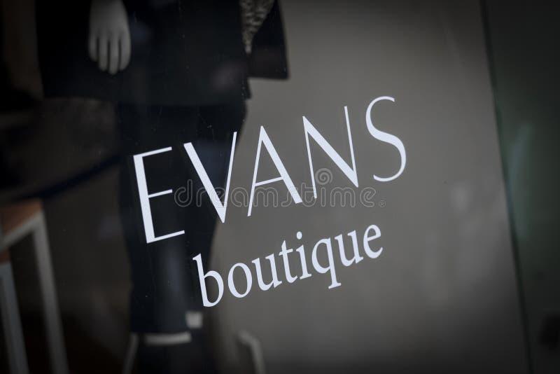 Londen, Groot Londen, het Verenigd Koninkrijk, 7 Februari 2018, a-teken en embleem voor de boutique van Evans royalty-vrije stock afbeeldingen