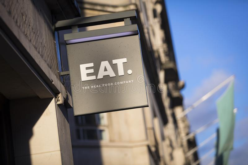 Londen, Groot Londen, het Verenigd Koninkrijk, 7 Februari 2018, a-teken en embleem voor Eat Echt Voedselbedrijf royalty-vrije stock afbeeldingen