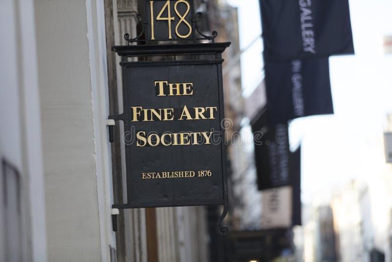 Londen, Groot Londen, het Verenigd Koninkrijk, 7 Februari 2018, a-teken en embleem voor Fijn Art Society op Bond Street royalty-vrije stock afbeeldingen