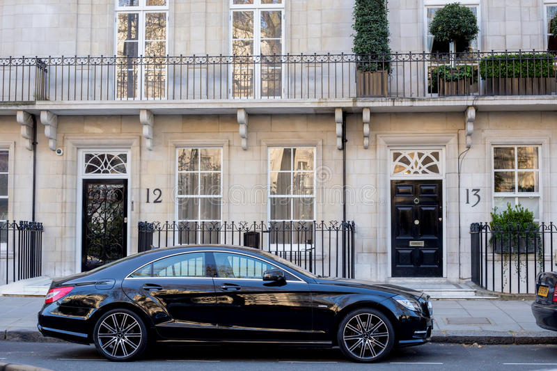 LONDEN, het UK - 14 April: Luxe zwart Mercedes royalty-vrije stock afbeeldingen