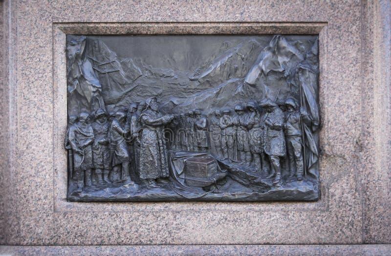 Londen, het UK, 7 Februari 2019, beeldhouwde hulp op de basis van het standbeeld aan Sir John Franklin royalty-vrije stock foto's