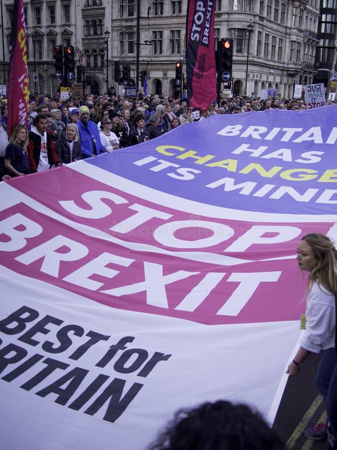 Londen, het UK - Gelijke 23, 2019: Beste voor de sociale campagnevoerders die van Groot-Brittannië tegen Brexit protesteren royalty-vrije stock foto
