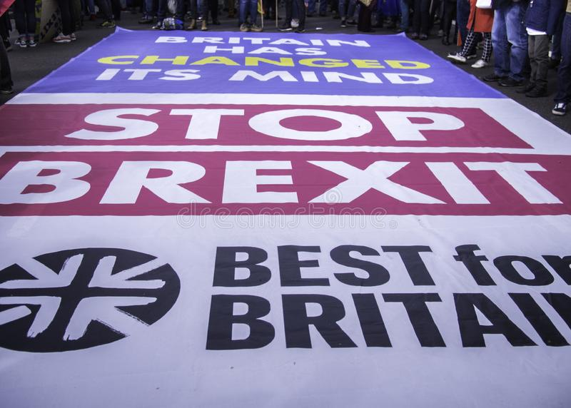 Londen, het UK - Gelijke 23, 2019: Beste voor sociale campainers die van Groot-Brittannië tegen Brexit protesteren royalty-vrije stock afbeelding