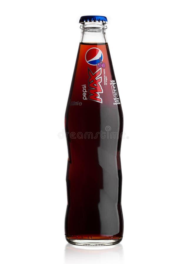 LONDEN, HET UK - 9 JUNI, 2017: Glasfles van de frisdrank van Cherry Pepsi Cola op wit Amerikaans multinationaal voedsel en drankb stock afbeelding