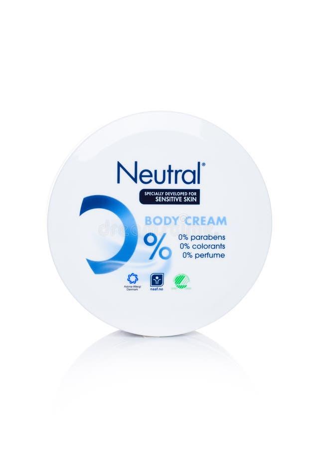 LONDEN, HET UK - 22 MAART, 2018: Plastic container Neutrale Lichaamscrème op wit Spaecially voor gevoelige huid wordt ontwikkeld  royalty-vrije stock afbeeldingen