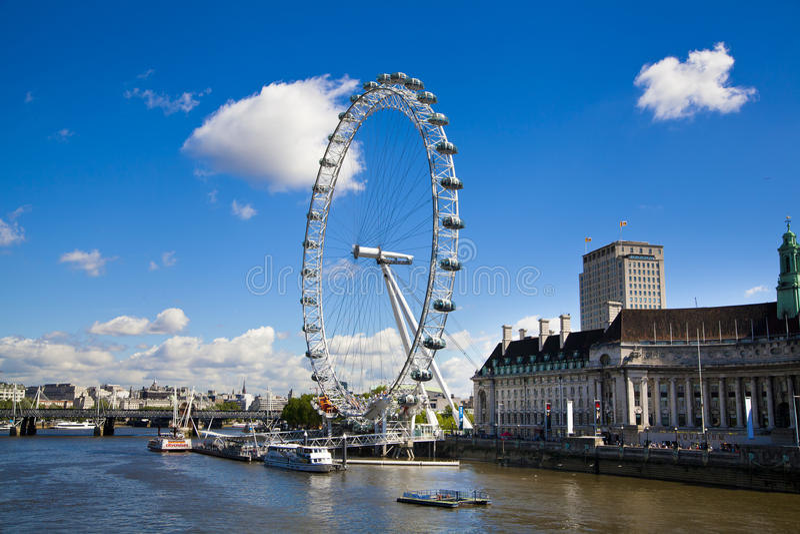 LONDEN, het UK - 14 MEI, 2014 - het oog van Londen is een reuze geopend Reuzenrad royalty-vrije stock afbeelding