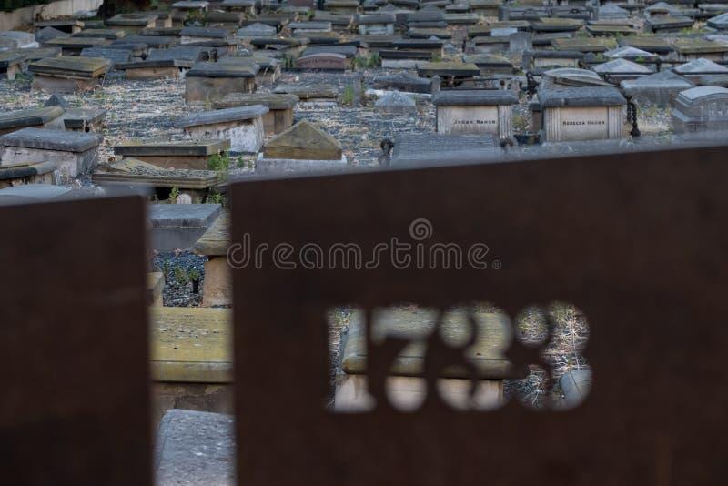 Londen het UK Novo Cemetery bij Queen Mary-campus, Universiteit van Londen De historische Joodse begraafplaats van Sephardi in Mi stock foto