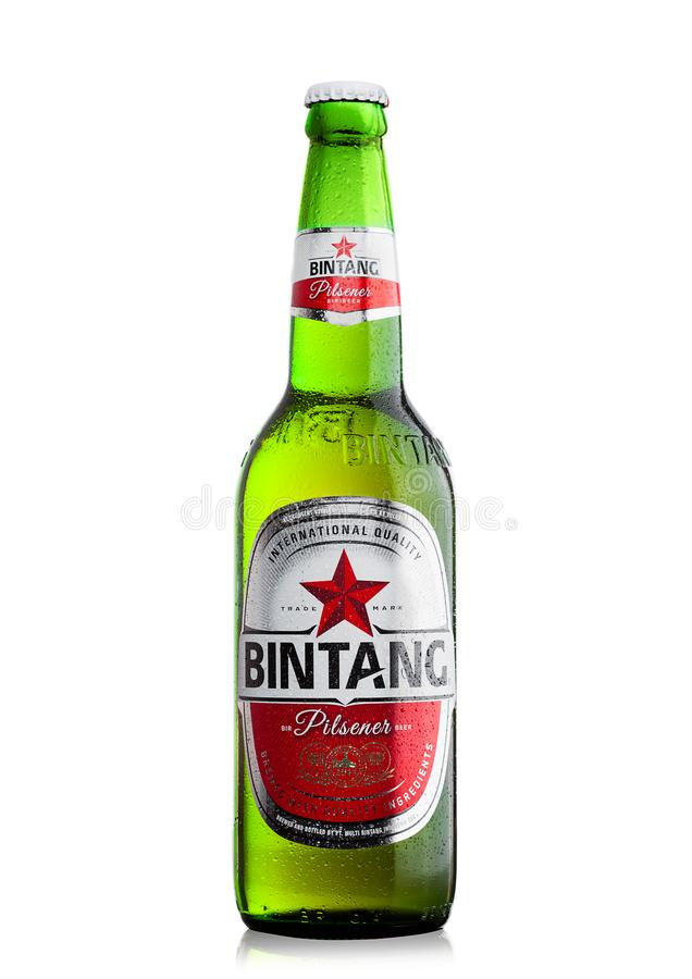 LONDEN, HET UK - 24 SEPTEMBER, 2017: Fles Indonesisch die het Lagerbierbier van Bintang op wit wordt geïsoleerd stock afbeelding