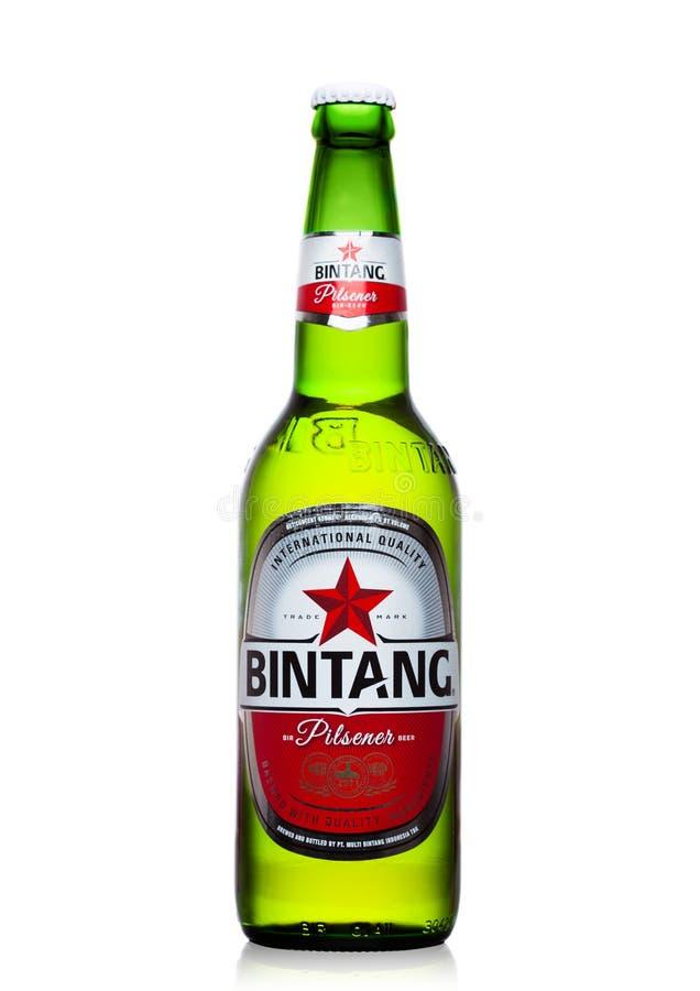 LONDEN, HET UK - 24 SEPTEMBER, 2017: Fles Indonesisch die het Lagerbierbier van Bintang op wit wordt geïsoleerd royalty-vrije stock foto's