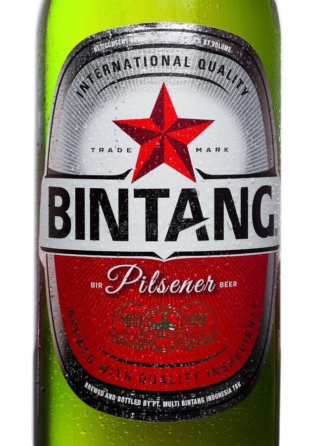 LONDEN, HET UK - 24 SEPTEMBER, 2017: Flessenetiket van Indonesisch die het Lagerbierbier van Bintang op wit wordt geïsoleerd stock foto