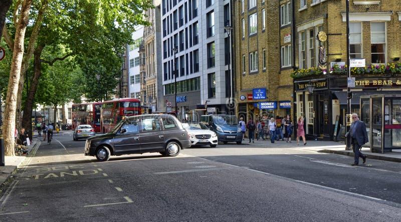 Londen, het Verenigd Koninkrijk, Juni 2018 De verschijning van de stad rond de vierkante metro van Leicester post royalty-vrije stock afbeeldingen