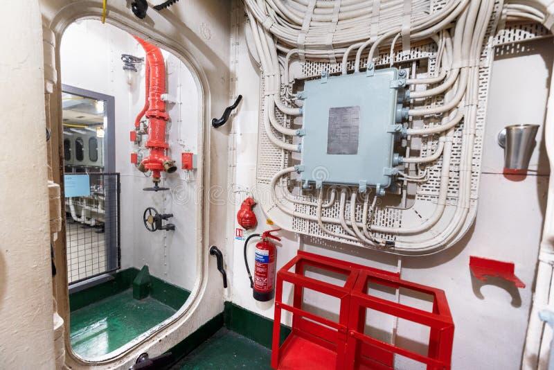 Londen, het Verenigd Koninkrijk - Mei 13, 2019: Het binnenland van het het oorlogsschipmuseum van HMS Belfast, zaagactie tijdens  royalty-vrije stock afbeeldingen