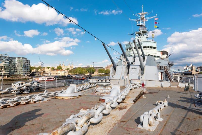Londen, het Verenigd Koninkrijk - Mei 13, 2019: Weergeven van het Royal Navy lichte cruise van HMS Belfast - oorlogsschipmuseum i royalty-vrije stock fotografie