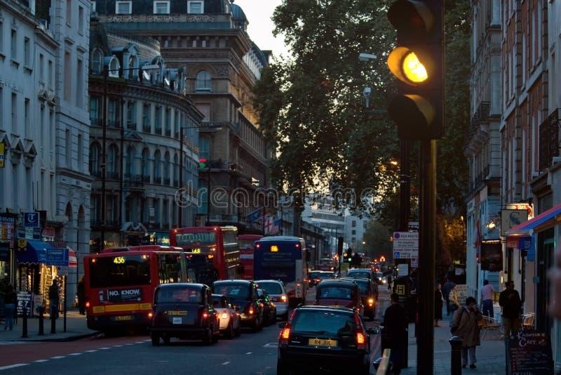 Londen, het Verenigd Koninkrijk - November achttiende, 2006: Typische middag royalty-vrije stock foto's