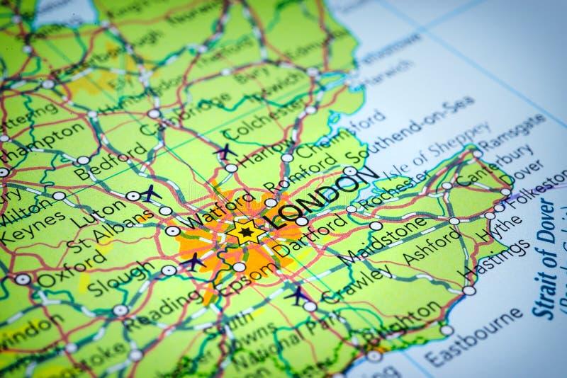 Londen in het Verenigd Koninkrijk op een kaart stock foto's