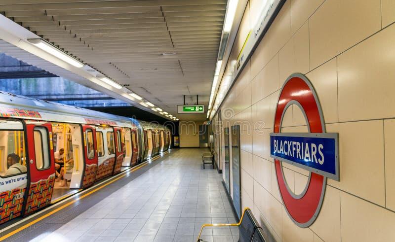 LONDEN - JUNI 2015: Het teken van de Blackfriarpost op Juni, 2015 in Lon royalty-vrije stock afbeeldingen