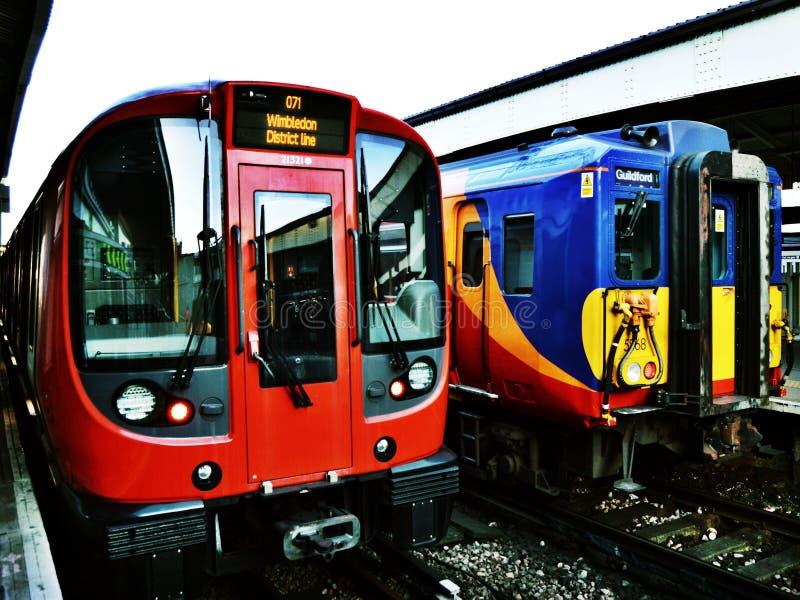 Londen ondergronds en Netwerkspoor royalty-vrije stock afbeeldingen