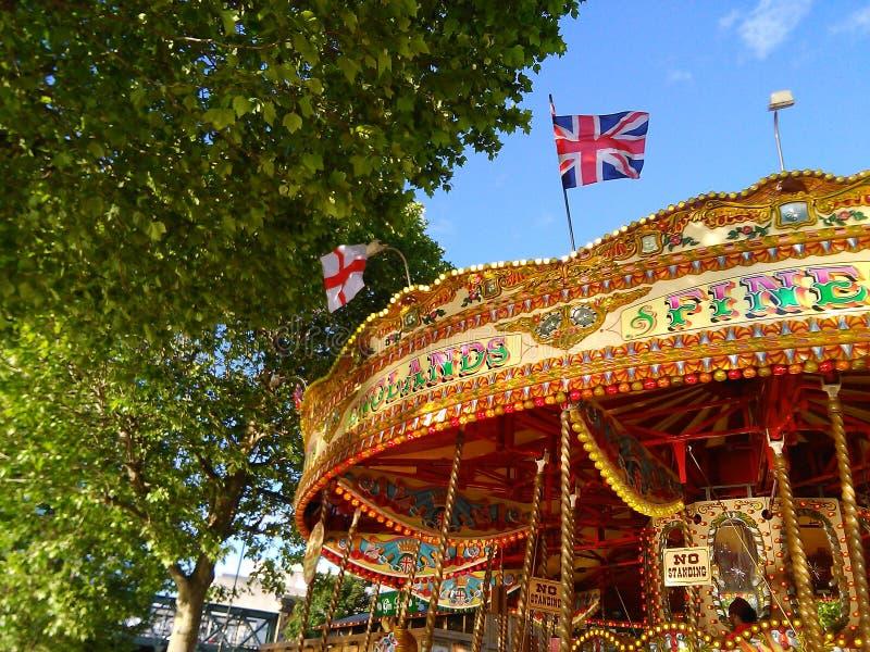 Londen vrolijk-gaan-rond stock foto