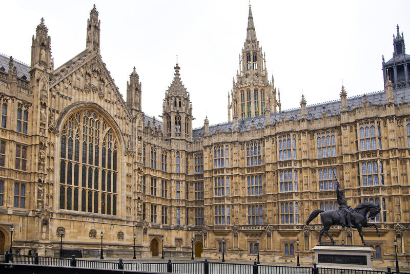 LONDEN, WESTMINSTER, het UK - 05 APRIL, 2014 Huizen van het Parlement en het Parlement toren, mening van Abingon St vector illustratie