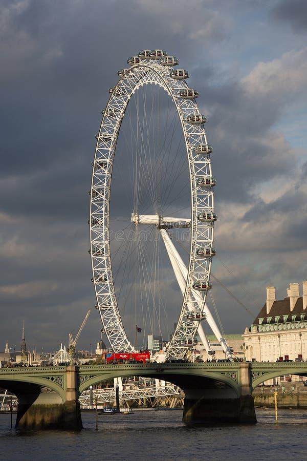 London öga i aftonljus arkivfoto