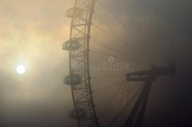 London öga i dimman arkivfoto