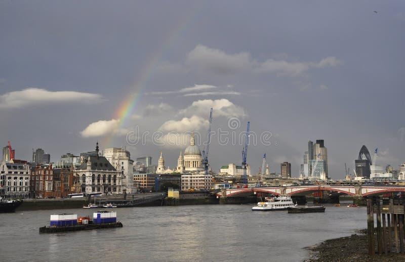 london över regnbågen royaltyfri bild