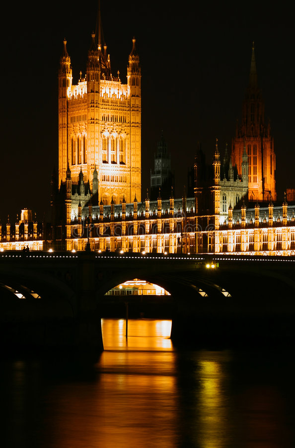 London. Building of parliament in London