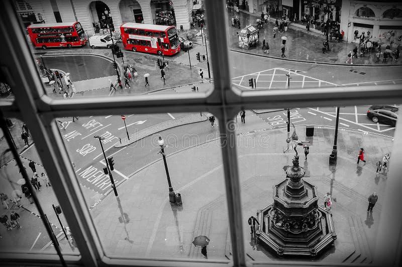 LONDON - APRIL 24: Flyg- sikt av den Piccadilly cirkusen på April 24, arkivbilder