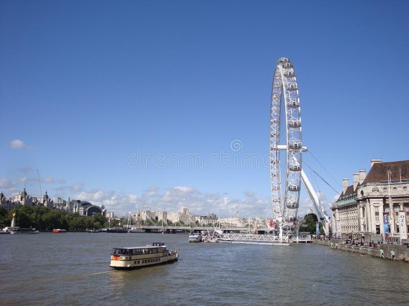 London-AugenRiesenrad auf der Themse stockbild