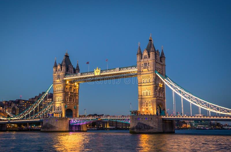 London - Augusti 05, 2018: Tornbrogränsmärket i centrala London, England royaltyfria bilder